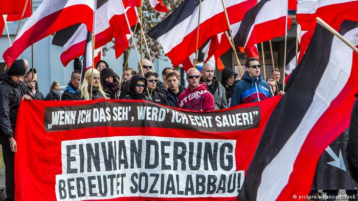 A group of right-wing extremists marches in Essen