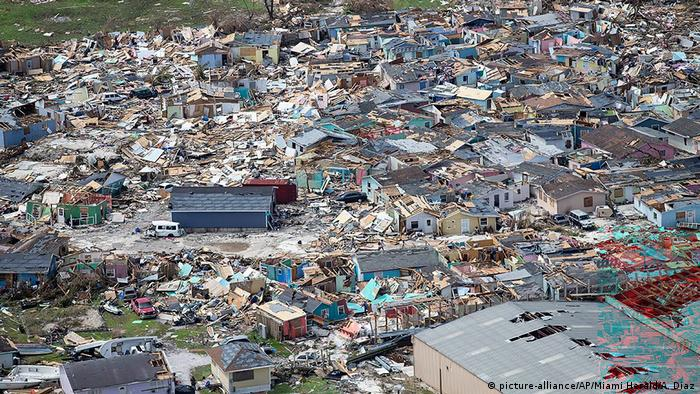 En Bahamas, un archipiélago ubicado entre Florida, Cuba y Haití, en el mar Caribe, el huracán Dorian dejó al menos 30 muertos, miles de personas desaparecidas y una devastación generacional, de acuerdo con el primer ministro bahameño, Hubert Minnis. Naciones Unidas dijo que unas 70.000 personas que están en Bahamas necesitan ayuda inmediata. (5.09.2019).