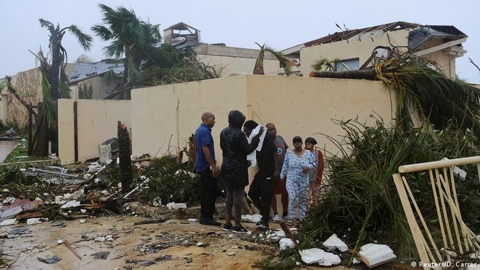 El número de fallecidos por el huracán aún puede aumentar, indicó el ministro de Salud bahameño, Duane Sands, que precisó que las labores de rescate y la exploración de las casas inundadas acaban de comenzar. Dorian destruyó un 60% de Marsh Harbour, la ciudad principal de las islas Ábaco. El aeropuerto estaba inundado y toda la zona parecía un lago. (5.09.2019).