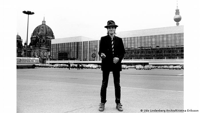 Udo Lindenberg in front of the Palace of the Republic