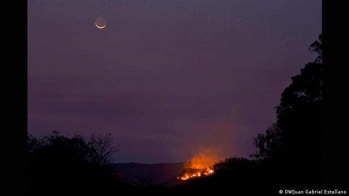 Wildfires light up the night sky of the Chiquitania region in Bolivia (DW/Juan Gabriel Estellano)