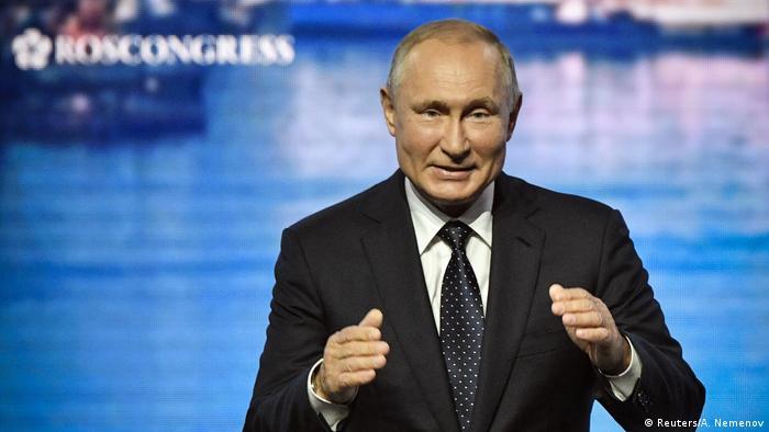 Russia's Putin gestures at a forum in Vladivostok (A. Nemenov)
