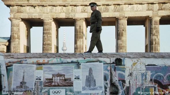 Berlinski zid ispred Brandenburških vrata