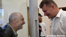 VERPIXELT nach Rücksprache mit Martin Muno *** Vladimir Tsemakh (L), an Ukrainian man suspected of involvement in the downing of flight MH17, smiles as he speaks with his lawyer after the verdict of the court of appeal, at the end of his hearing in Kiev on September 5, 2019. - A court in Ukraine on September 5, 2019 released from pre-trial detention Tsemakh, amid speculation he may be used in a prisoner swap with Russia. Ukraine captured Vladimir Tsemakh, accused of fighting for pro-Russian separatists, in June, but he is believed to be a person of interest in the downing of MH17. European lawmakers described him as a key suspect and asked Kiev to make him available for testimony in the probe. (Photo by Sergei SUPINSKY / AFP)