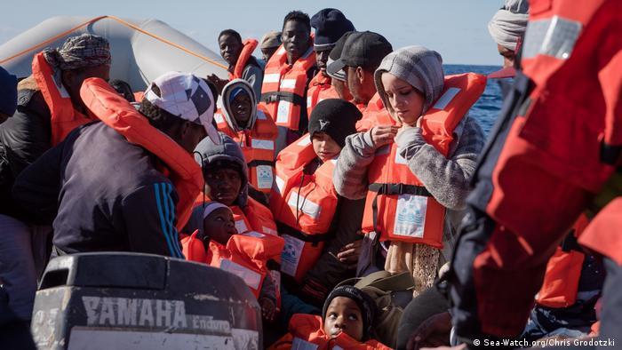 Mittelmeer Rettungsschiff Sea-Watch mit Flüchtlingen