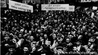 Сентябрь 1944 года, болгары приветствуют Красную армию