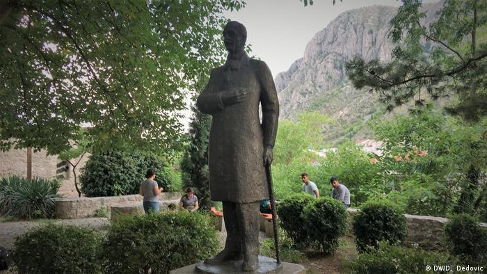 Bosnien und Herzegowina   Mostar Denkmal Aleksa Santic