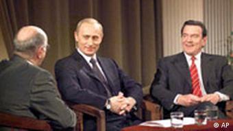 Alfred Biolek mit Gerhard Schröder und Wladimir Putin