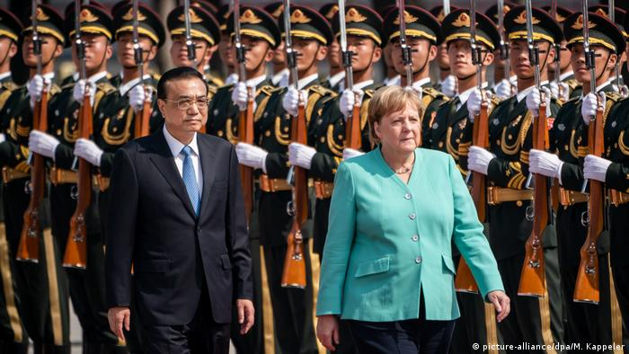 Angela Merkel in Beijing (picture-alliance/dpa/M. Kappeler)