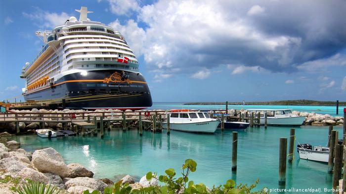 Bahamas Kreuzfahrtschiff Tourismus rel Hurricane Dorian (picture-alliance/dpa/J. Burbank)