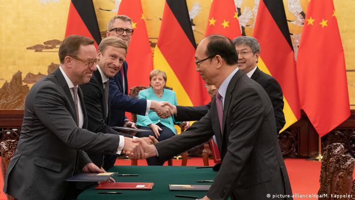 Bundeskanzlerin Angela Merkel in China (picture-alliance/dpa/M. Kappeler)