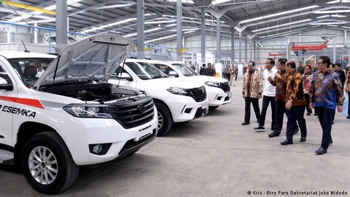 Jokowi und mehrere Minister besuchen die Esemka Autofabrik (Kris - Biro Pers Sekretariat Joko Widodo)