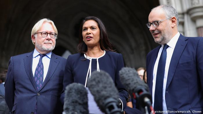 Brexit Gina Miller London Royal Court (picture-alliance/empics/A. Chown)