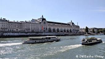 Musée D'orsay with river Seine