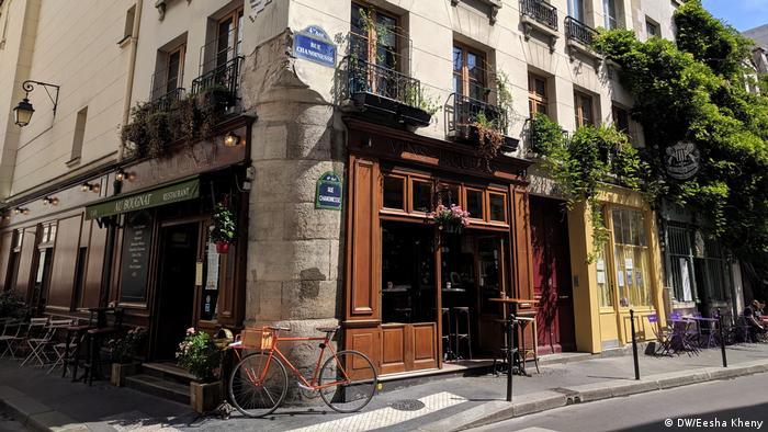 Greened house facade, Paris