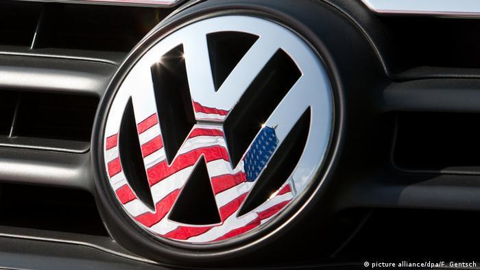 Отражение флага США на эмблеме VW