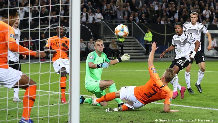 EM-Qualifikationsspiel   Deutschland v Niederlande
