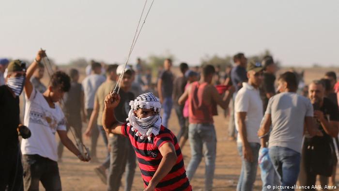 Gaza: Verletzte nach Demonstration (picture-alliance AA/A. Amra)