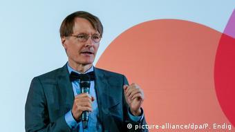 Ο Καρλ Λάουτερμπαχ από το SPD δεν είανι σίγουρος εάν το κλείσιμο των σχολείων φέρνει αποτέλεσμα