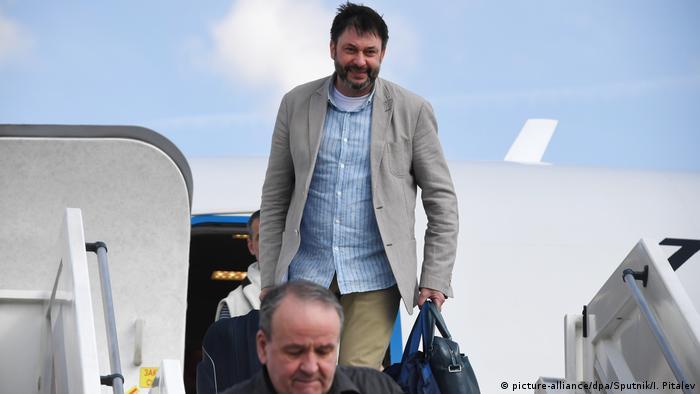 Один из ключевых участников обмена, редактор РИА Новости-Украина Кирилл Вышинский прибывает в Москву