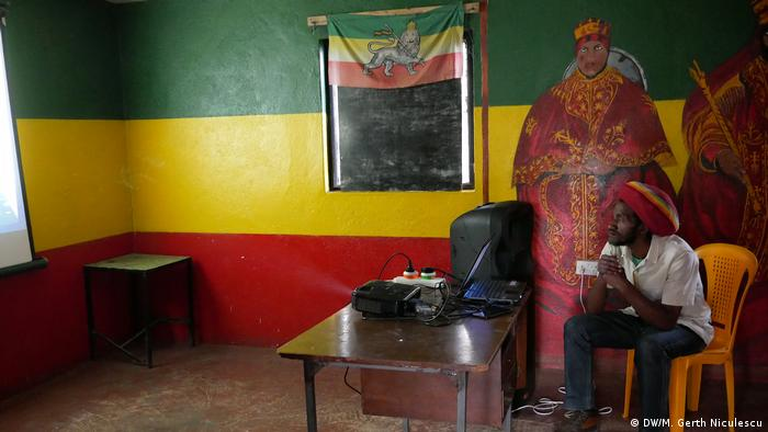 Ras Paul in his Ethiopia office. (DW/M. Gerth Niculescu)