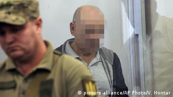 Владимир Цемах (на фото в центре) в суде в Киеве, 5 сентября