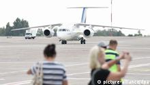 07.09.2019, Ukraine, Borispol: 6002238 07.09.2019 Relatives wait for prisoners released by Russia to arrive from Moscow at the Borispol International Airport, outside Kiev, Ukraine. Russia and Ukraine began work on the simultaneous release of detained and convicted persons in the end of the summer. Stringer / Sputnik Foto: Stringer/Sputnik/dpa |