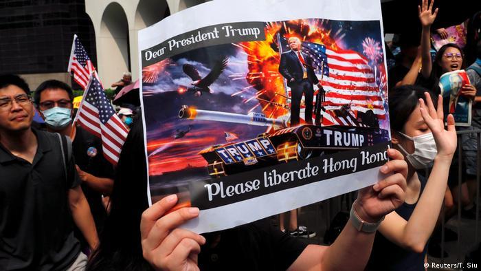 Hongkong Proteste mit US-Flagge