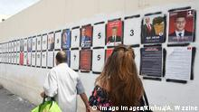 02.09.2019+++Tunis, Tunesien+++ (190902) -- TUNIS, Sept. 2, 2019 -- People walk past portraits of presidential candidates in Tunis, Tunisia, Sept. 2, 2019. The campaigns for the presidential election scheduled on Sept. 15 started Monday on the Tunisian territory and will continue until Sept. 13. The election campaign abroad began from Aug. 31 to Sept. 11. (Photo by Adele Wzzine/Xinhua) TUNISIA-TUNIS-PRESIDENTIAL ELECTION huangxling PUBLICATIONxNOTxINxCHN