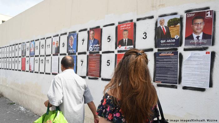 Tunesien | Präsidentschaftswahlkampf | Wahlplakate in Tunis (imago images/Xinhua/A. Wzzine)