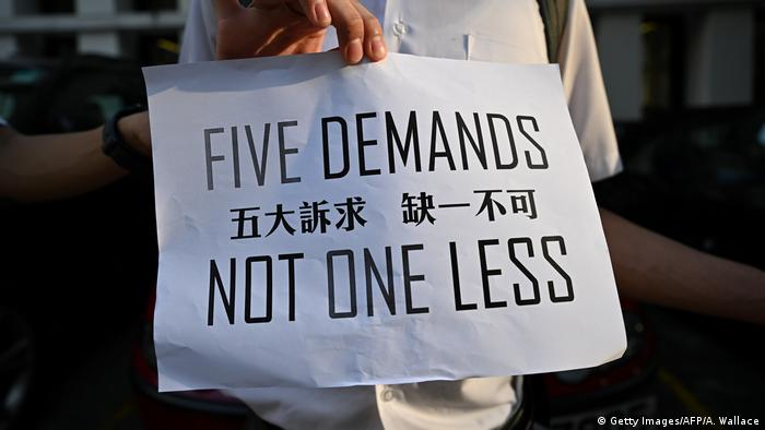 Hongkong Menschenkette Appell USA Schild (Getty Images/AFP/A. Wallace)