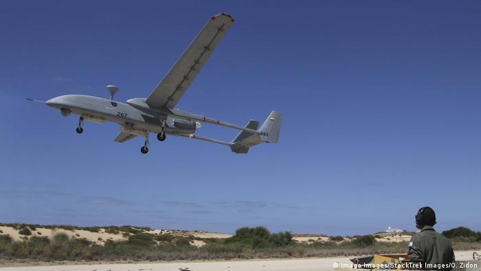 پهپاد شناسایی هرون اسرائیلی در اختیار ارتشهای آلمان، هند، استرالیا، فرانسه، برزیل ترکیه، کانادا، آمریکا و ویتنام قرار گرفته است. از این پهپاد در عملیاتهایی با فاصله طولانی استفاده میشود، چرا که توانایی سی ساعت پرواز در ارتفاعی حدود ۱۰ کیلومتر را داراست.