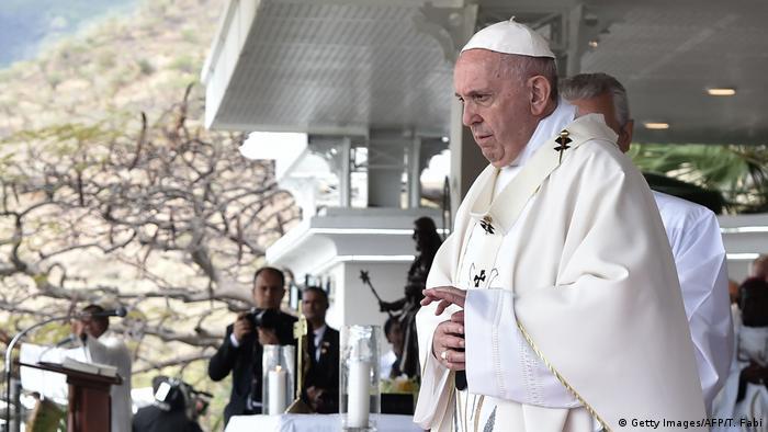 Mauritius Papst Franziskus hält Freiluftmesse (Getty Images/AFP/T. Fabi)