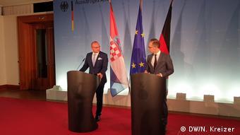 Der kroatische Außenminister Gordan Grlic Radman und sein deutscher Kollege Heiko Maas (DW/N. Kreizer )