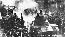 China Einmarsch der Roten Armee in Peking (1949) (picture-alliance/AP Photo)
