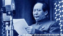 Mao Zedong or Mao Tse-Tung About (December 26, 1893 – September 9, 1976), Chinese communist revolutionary and a founding father of the People's Republic of China. Seen here proclaiming the Peoples Republic 1949   Verwendung weltweit