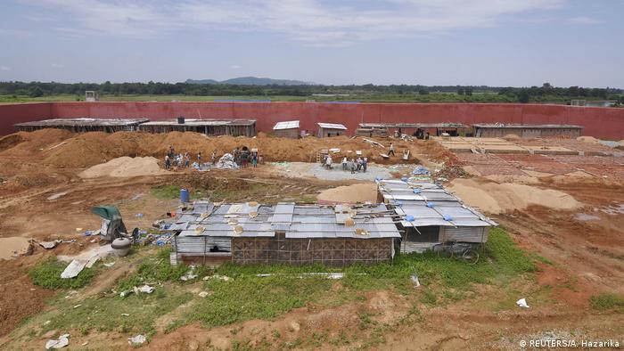 Während Indiens erstes Lager für illegale Einwanderer gebaut wird, befürchten einige Arbeiter, dort festgehalten zu werden. (REUTERS/A. Hazarika)