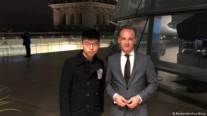 Wong e Maas durante encontro no prédio do Parlamento alemão