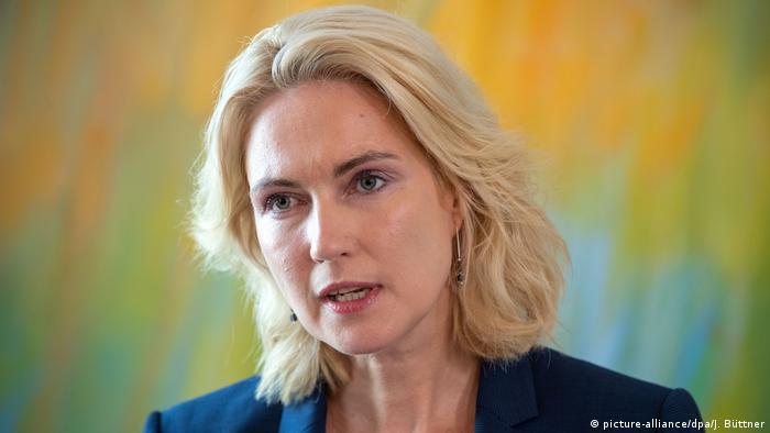 Manuela Schwesig gibt Amt bei der Bundes-SPD auf (picture-alliance/dpa/J. Büttner)