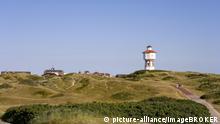 Dünenlandschaft mit Wasserturm, Langeoog, Ostfriesische Inseln, Ostfriesland, Niedersachsen, Deutschland, Europa | Verwendung weltweit, Keine Weitergabe an Wiederverkäufer.