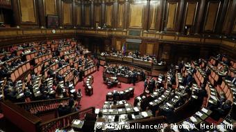 «Εδώ και δεκαετίες η Ιταλία υποφέρει από την πολιτική αστάθεια»