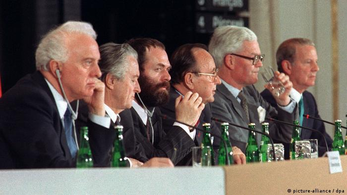 Konferencja dwa plus cztery w Bonn (Markus Meckel trzeci od lewej)