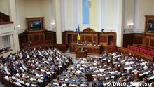 Ukrainisches Parlament verabschiedet Gesetz über Misstrauensvotum gegen Präsidenten.