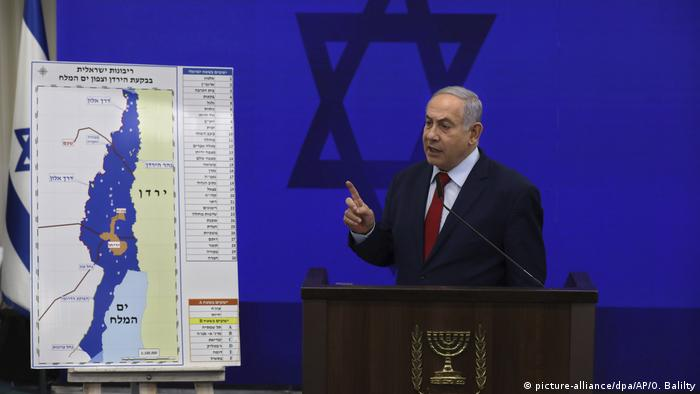 Netanyahu presenting his annexation plans for the Jordan Valley (picture-alliance/dpa/AP/O. Balilty)