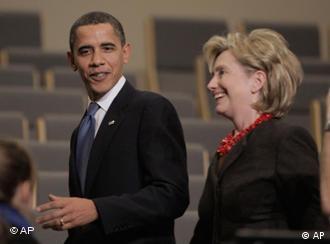 奥巴马和克林顿分工,一个唱红脸,一个唱白脸