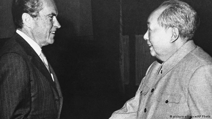 08 - 60 Jahre China im Umbruch | Die Kulturrevolution | Richard Nixon und Mao Tze-tung (picture-alliance/AP Photo)