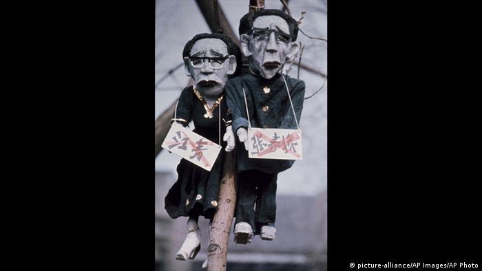 10 - 60 Jahre China im Umbruch | Die Kulturrevolution | Die Viererbande (picture-alliance/AP Images/AP Photo)