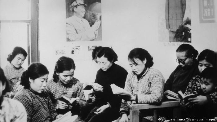 06 - 60 Jahre China im Umbruch   Die Kulturrevolution   Personenkult
