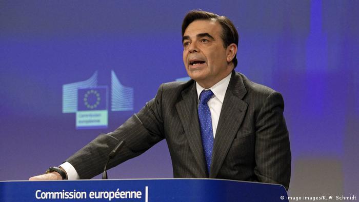 Margaritis Schinas im Pressezentrum der Europäischen Kommission (imago images/K. W. Schmidt)