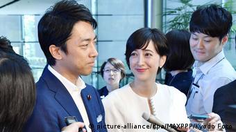 Japan Tokyo | Shinjiro Koizumi der Liberaldemokratischen Partei und Christel Takigawa